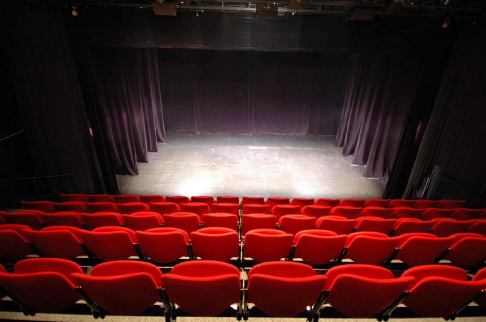 Біз неге театрға бармаймыз?