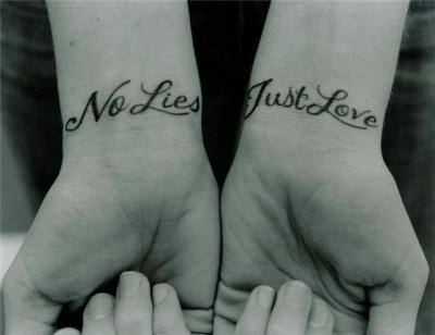 тату на руке на латыни - фото (картинка-эскиз) татуировки. тату на руке на латыни.