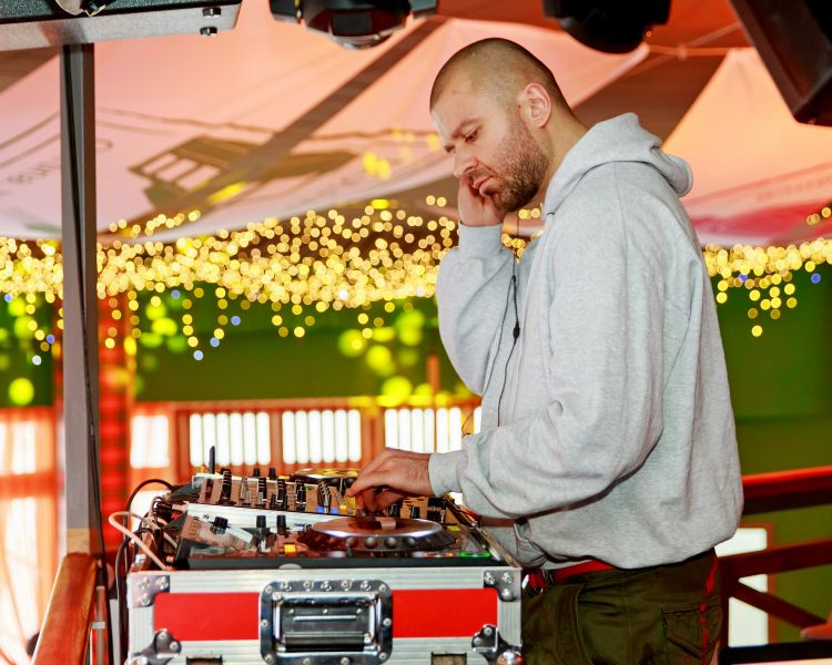 DJ PHILCHANSKY: