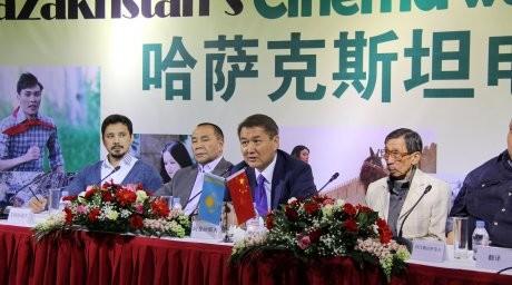Қытай қазақ киносын көріп жатыр