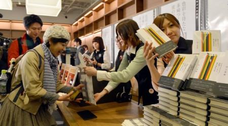 Харуки Муракамидің жаңа романы миллион тиражбен басылды