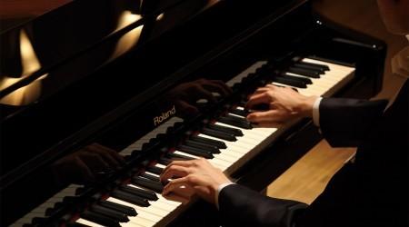 Астанада пианист Ұлан Құлмәметов концерт берді