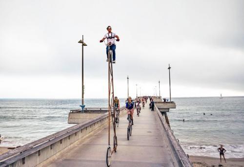 Биіктігі 4.4 м болатын Stoopid Tall велосипеді