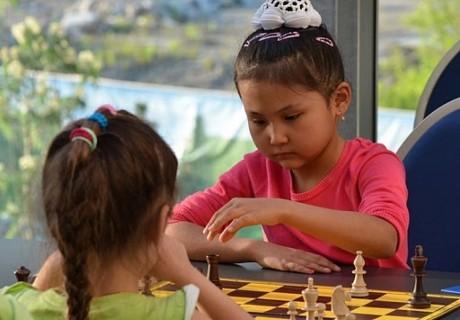 9 жасар қазақстандық қыз – шахматтан үш дүркін әлем чемпионы