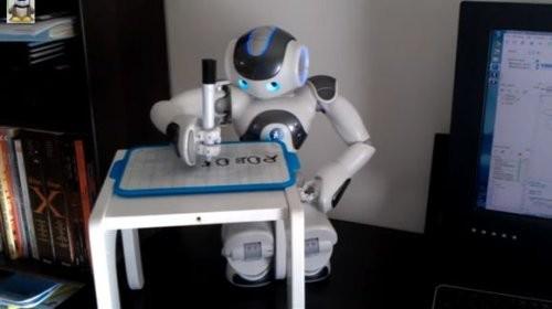 Nao-робот жазуды үйренді