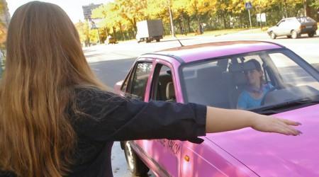 Әйел-таксист