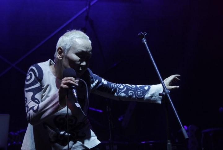 Сайнхо Намчылак: Қазіргі заман музыкасы тек қана америкалық не еуропалық болмауы керек