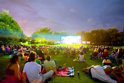Алматылықтар ашық аспан астында кино көреді