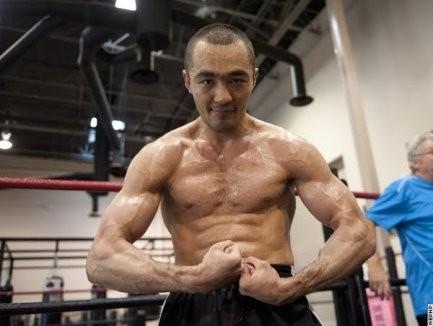 WBO чемпионы Бейбіт Шүменовке қарсы кездесуден бас тартты