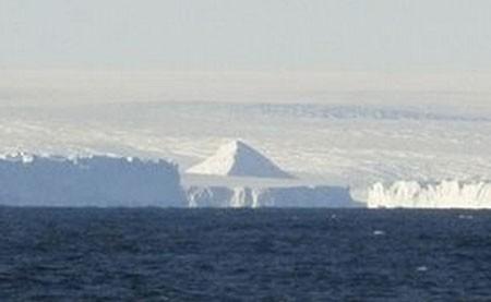 Антарктидадан жұмбақ үш пирамида табылды (видео)