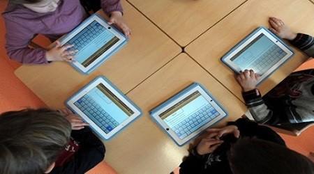 Оқу құралының орнына iPad қолданыла бастады