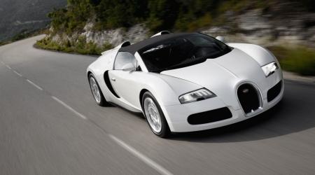 Темекі қораптарынан жасалған Bugatti