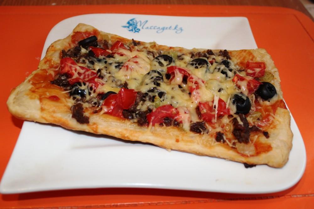 Массагеттен мәзір: Қабат қамырлы пицца