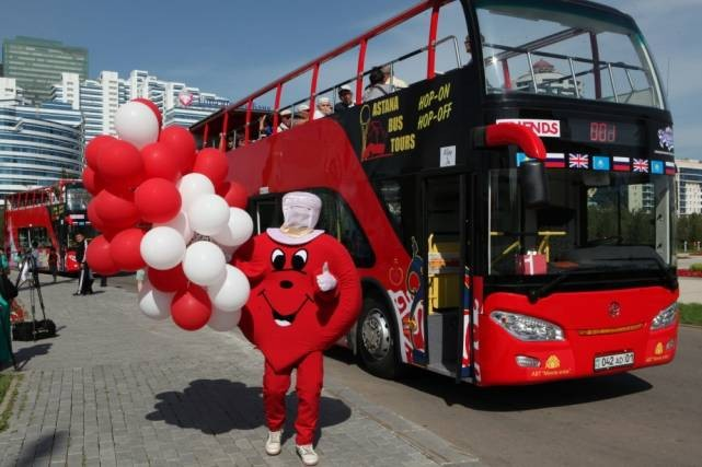 Астанаға қос қабатты туристік автобустар келді