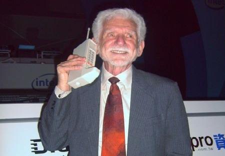 Әлемдегі алғашқы ұялы телефон - Motorola DynaTAC 8000X