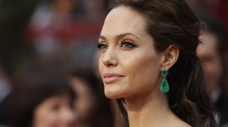 Джоли гуманитарлық еңбегі үшін