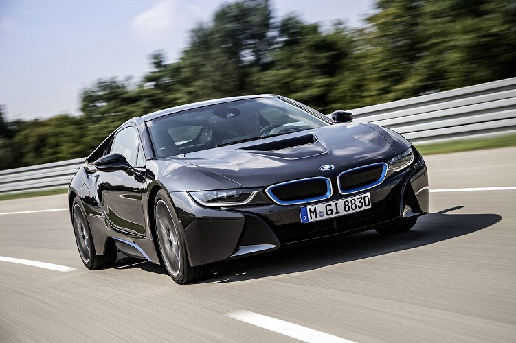BMW сериялық электрлік спорткарын таныстырды