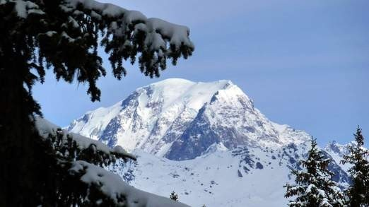 Алтын сандық тауып алған альпинист