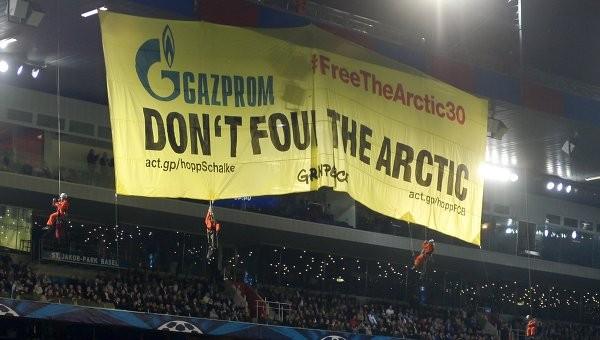 """""""Greenpeace"""" қозғалысының мүшелері футбол матчын тоқтатты"""