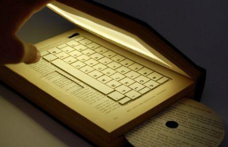 Дизайнер Kyle Bean кітаптан ноутбук жасап шығарды
