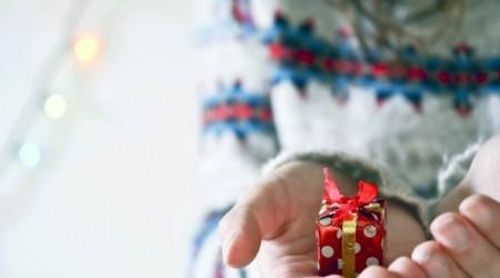 Жаңа жылда қызыңызға қолдан сыйлық жасаңыз