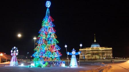 Астанада тұрмысы төмен балаларға арналған шырша өтті