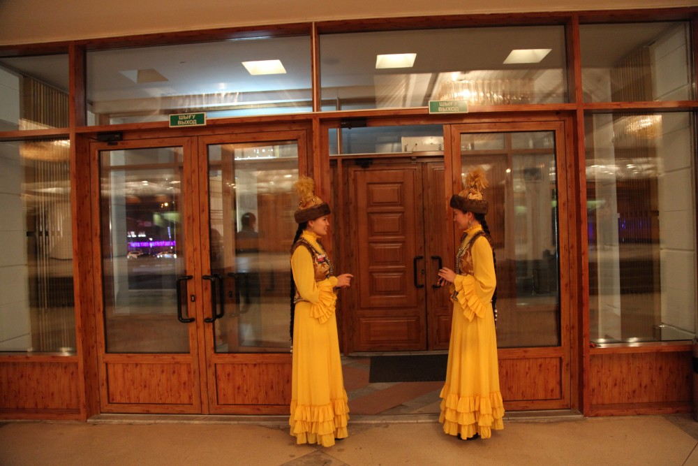 М. Әуезов театры элекронды билеттер сата бастады