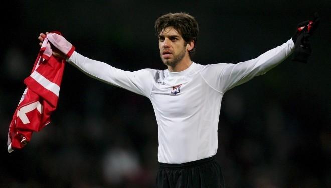 Жуниньо Пернамбукано футболмен қоштасты