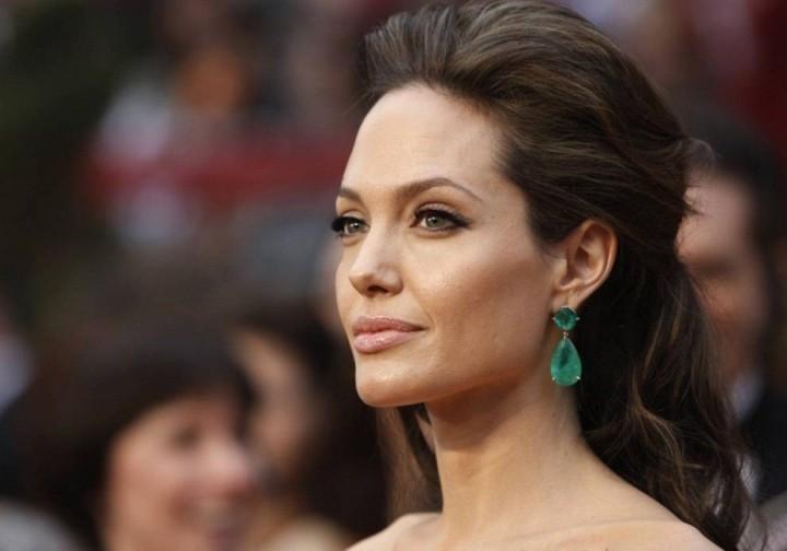 Анджелина Джоли қызымен бірге фильмге түсті