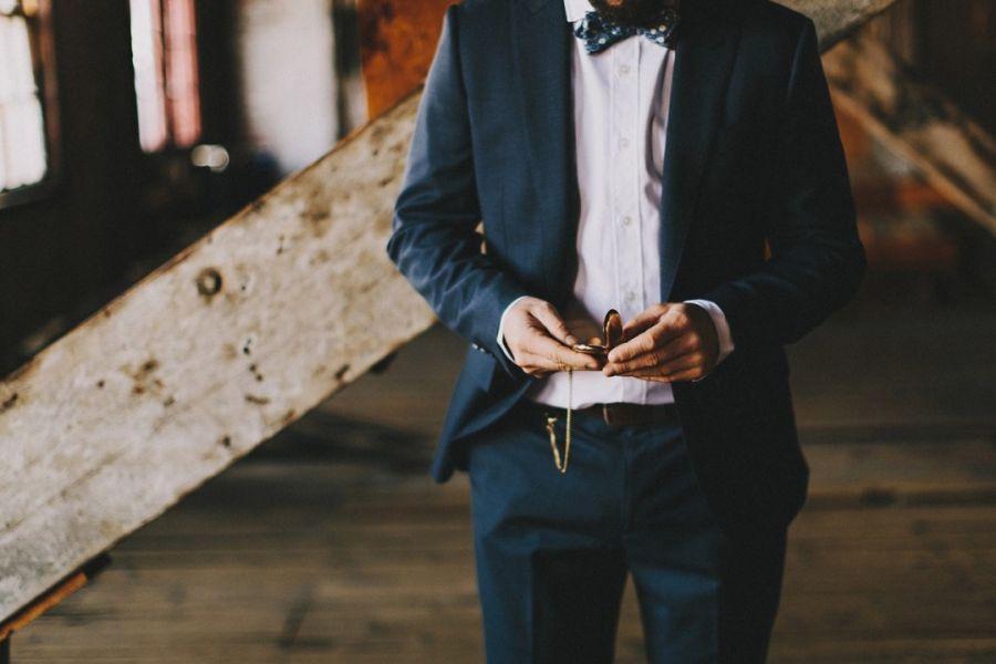 Көбелек-галстукты қалай байлайды?