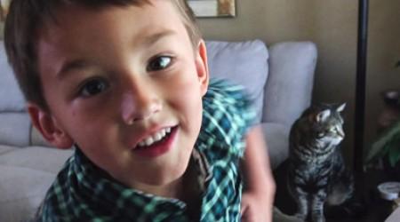4 жасар баланы құтқарған мысық бейсбол ойынына шақырту алды