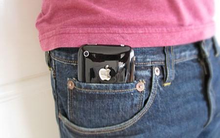 iPhone 6 Plus смартфонына арналған қалтасы үлкен шалбарлар шығады