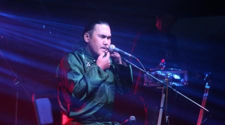 Алматыда тувалық әнші Радик Тюлюштың мультимедиалық концерті өтті