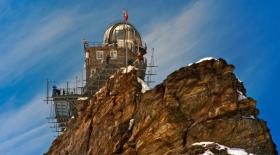 Тау басына тізерлеген обсерватория туралы