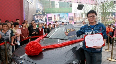 Автомобиль үшін қытайлық жігіт бір орында 87 сағат тұрды