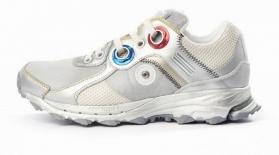 Adidas ғарышкер стиліндегі кроссовкі шығарады