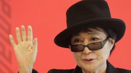 Йоко Оно әлемдегі барлық жанның күлкісін жинап жатыр