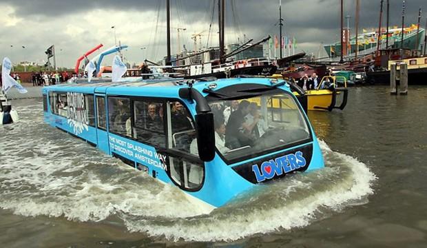 Амстердамдағы жүзетін автобус