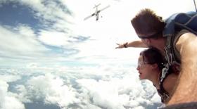 Ұшақ парашютшілерді іліп кете жаздады