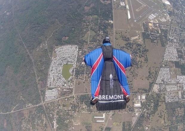 Британдық 730 метр биіктіктен парашютсіз секірді