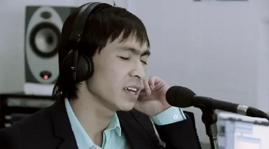 Жұлдыз FM радиосының кезекті қонағы - жас әнші Назарбек Оразбеков