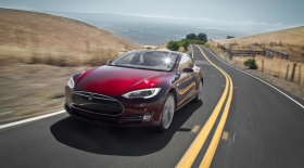 Tesla Model S электромобильдері жаңа функциялармен толықты
