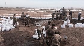 Қазақстанда әскери қызметкерлер қарағандылықтарға ақша жинап қойды