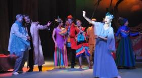 Мүсірепов театрында «Құстар фестивалі» фарс-комедиясының премьерасы болады