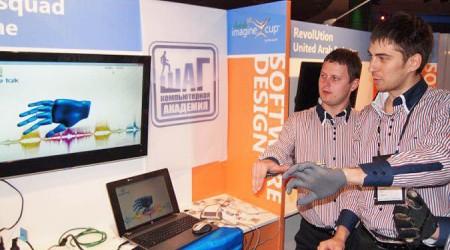 Украиндық студенттер керең-мылқауларға арналған қолғап ойлап тапты