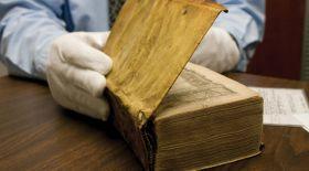 Гарвард университетіндегі кейбір кітаптар адам терісімен қапталған