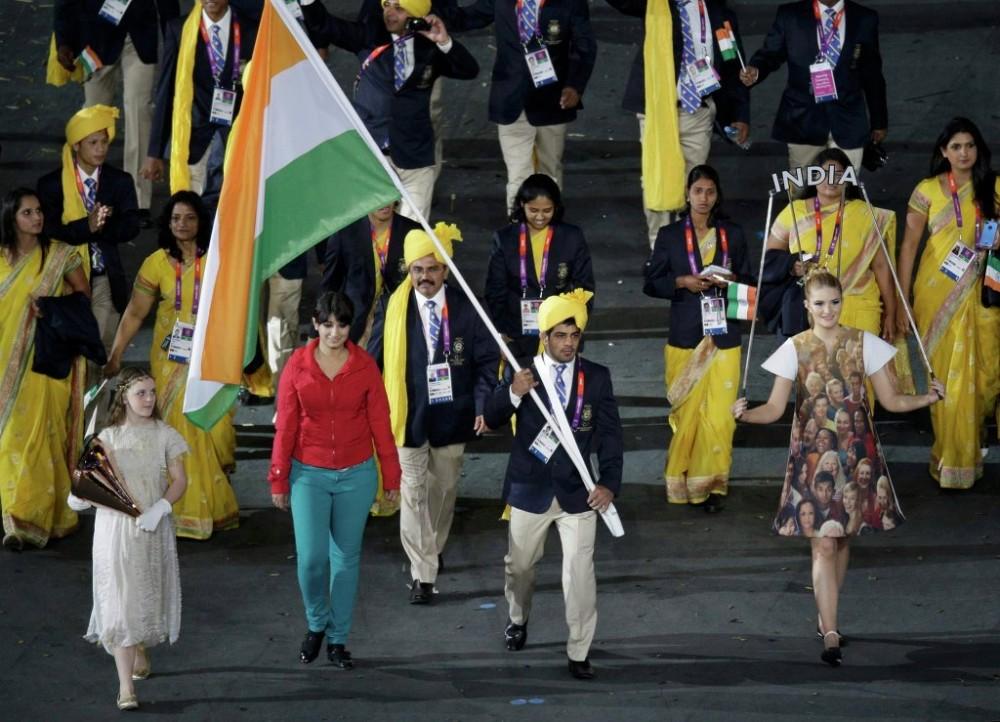 Олимпиада ашылуында Үндістан делегациясын бейтаныс әйел алып жүрді