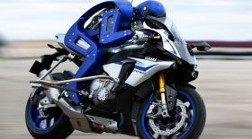 Yamaha роботқа мотоцикл жүргізуді үйретті (видео)