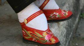 Қытай қыздары сұлулық үшін табанын құрбан еткен