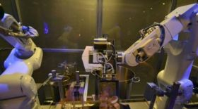 Шанхай мейрамханасында лағманды роботтар пісіреді